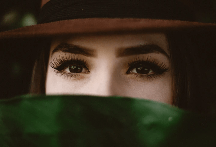 Here's How to Develop Longer Eyelashes Naturally